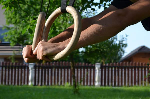Oprijem na gimnastičnih krogih