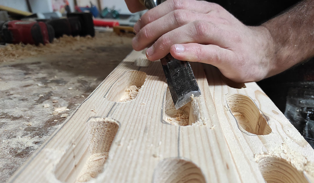 Zaokroževanje robov hangboarda
